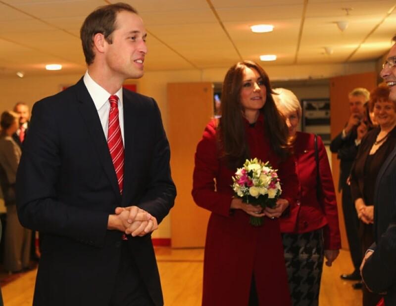 Kate y Guillermo combinaron en rojo.
