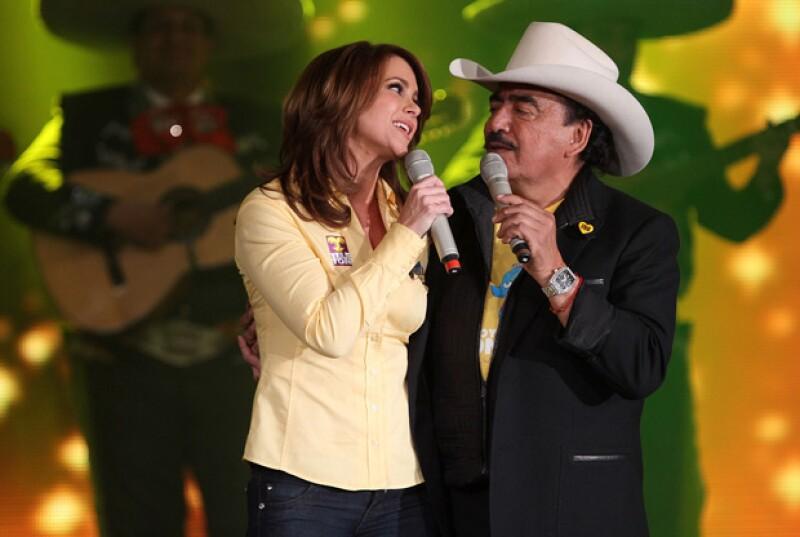 Joan Sebastian y Lucero fueron grandes amigos tanto arriba como abajo del escenario.