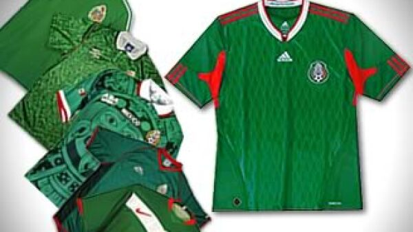 Un recuento por las distintas playeras de la selección mexicana de fútbol (Foto: Especial / Fotoarte: Jorge Márquez)