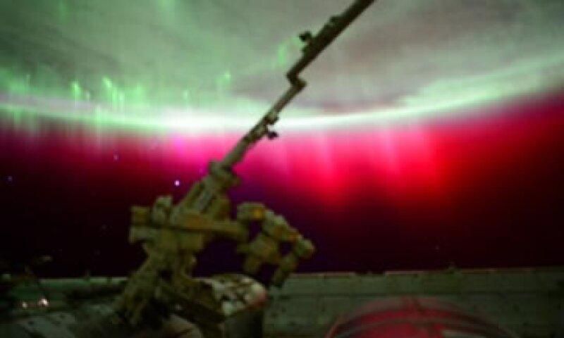 El astronauta Scott Kelly aseguró nunca haber visto una aurora boreal roja. (Foto: Twitter/@StationCDRKelly )