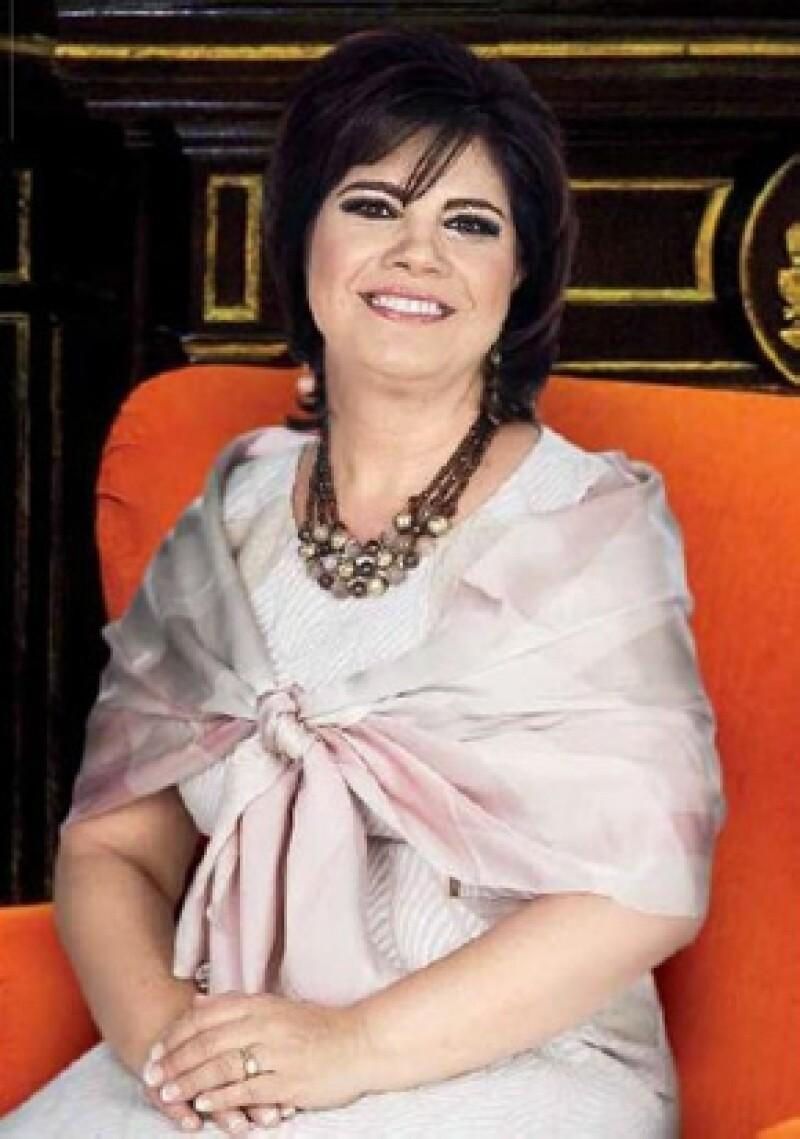La primera dama de Durango posó junto a otras 15 primera damas de México para la actual edición de la revista Quién.