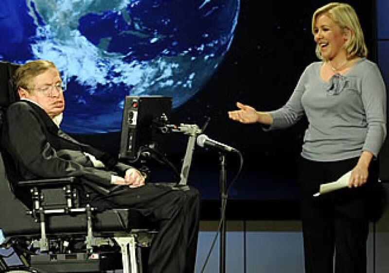 Stephen Hawking ya tiene heredera oficial y aliada para hablar a sobre los temas que le apasionan: el Universo, su creación, y el tiempo entre otros. (Foto: AP)
