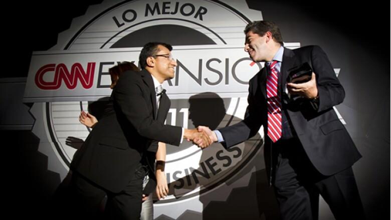El ganador de la categoría 'B to B' fue el portal industrial 'Quiminet'. Alfredo Saloma recibió el premio.