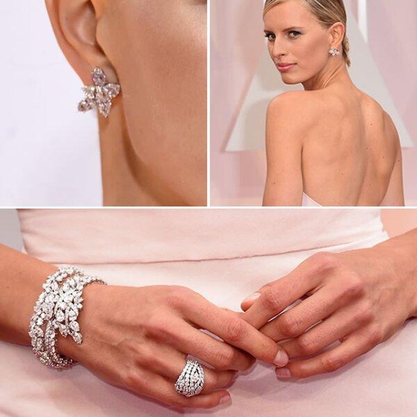 La modelo Karolina Kurkova optó por pulsera, aretes y anillos de Harry Winston, superando los 85k.