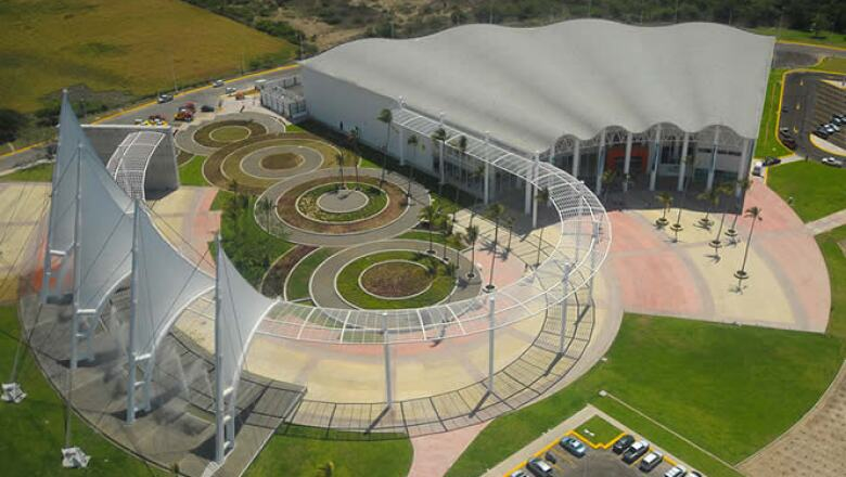 Una vista aérea del Centro Internacional de Convenciones de Puerto Vallarta.