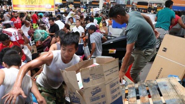 En el Estado de México, fue saqueada la tienda Chedraui de Aguadulce.