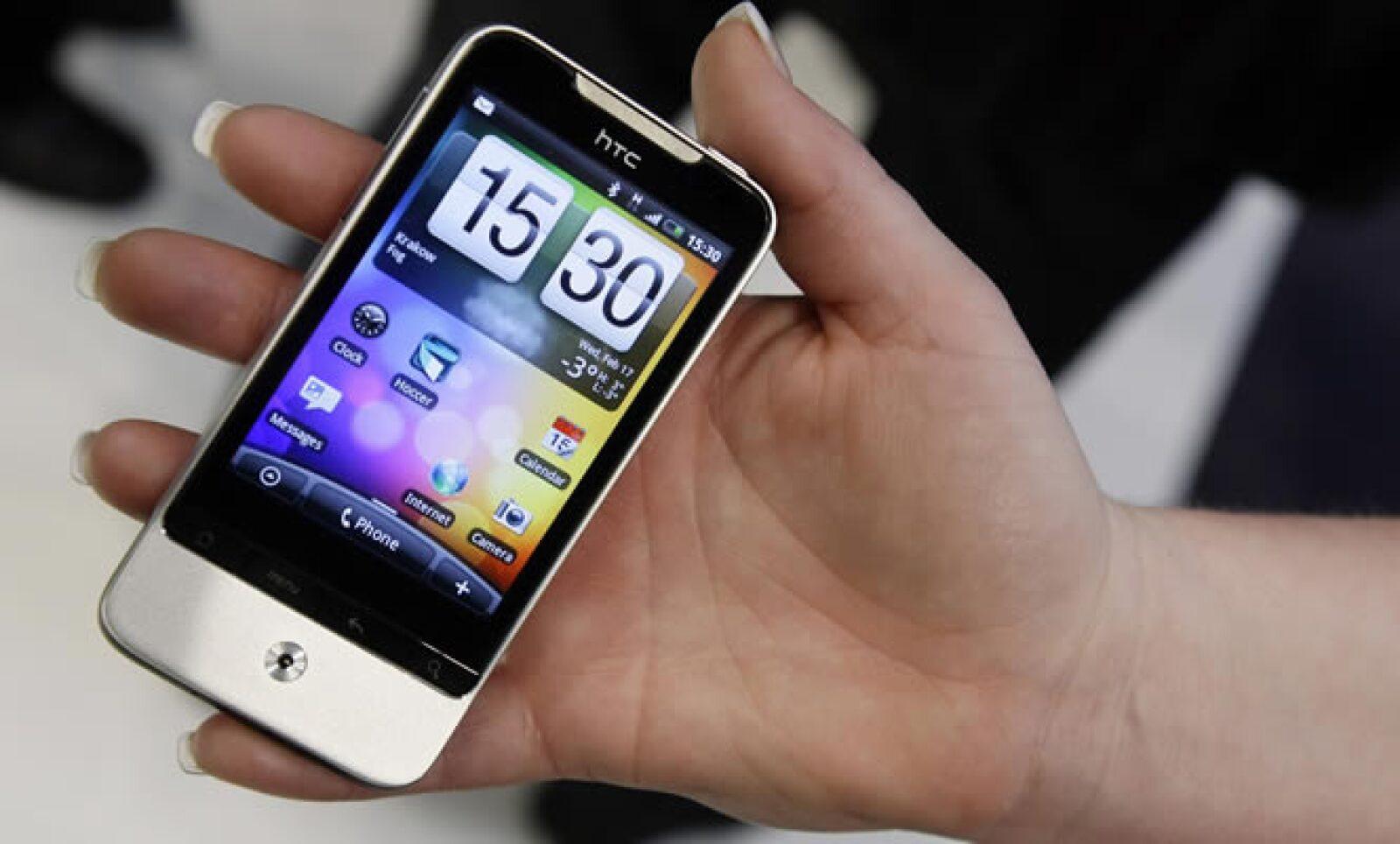 La compañía taiwanesa de teléfonos móviles, HTC, mostró el que será rival del Nexus One de Google. El celular lleva el nombre de Legend y usa el sistema operativo Android de la tecnológica Google.