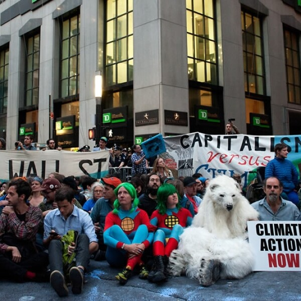 Inunda Wall Street