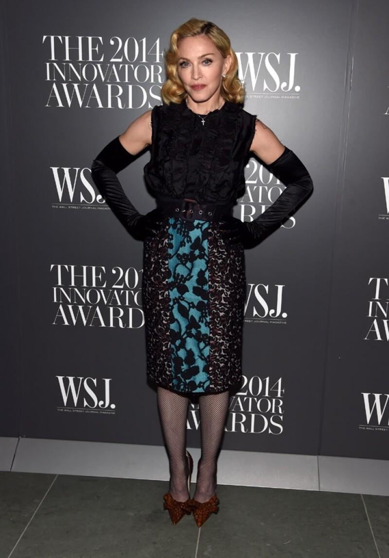 La cantante, además de ser un ícono musical, también lo es de la moda, por lo que las prendas usadas por la reina del pop tuvieron gran éxito al ser vendidas en Beverly Hills.