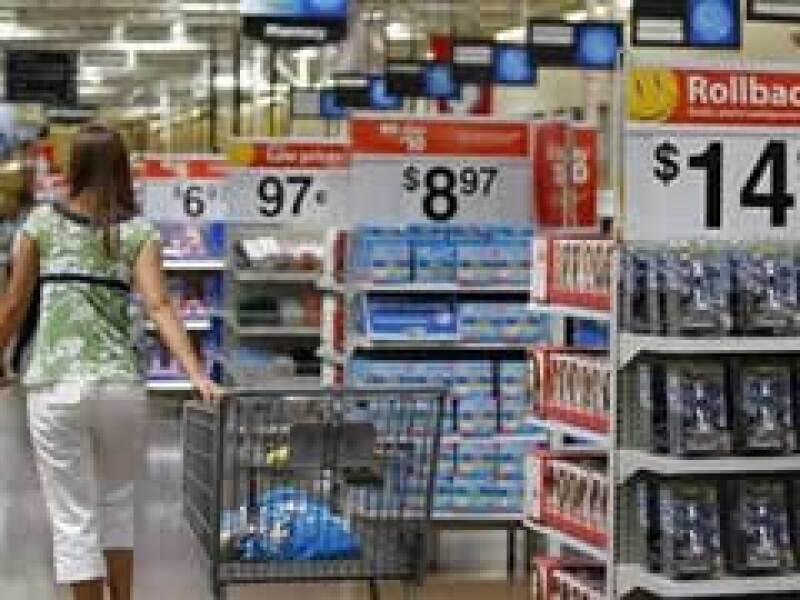 Algunos estadounidenses optan por comprar productos de marca libre, debido a la recesión. (Foto: Reuters)