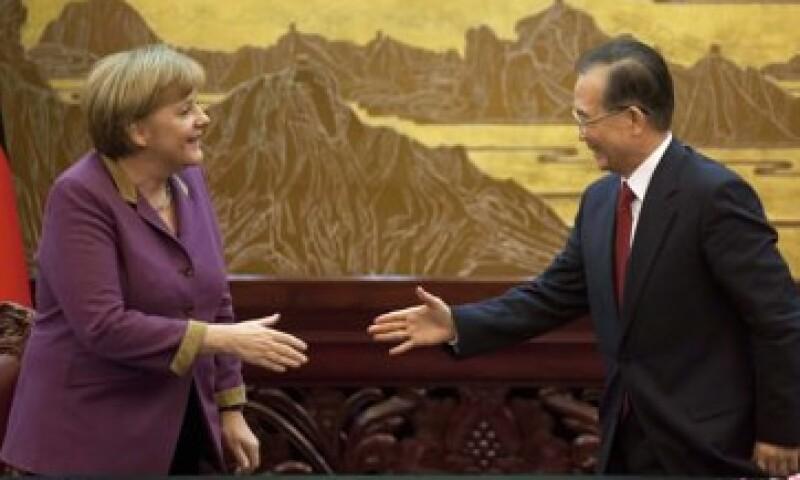 La canciller alemana Angela Merkel, se reunió por segundo día con Wen Jiabao, primer ministro chino. (Foto: AP)