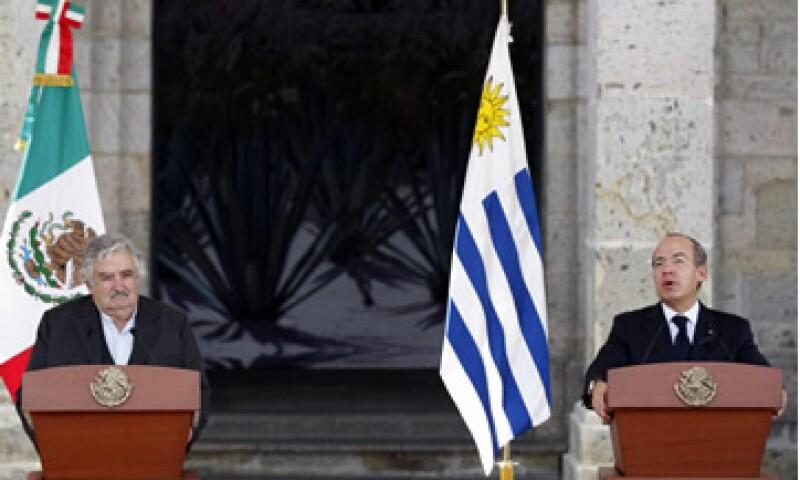 El presidente de México, Felipe Calderón recibió a su homólogo uruguayo, José Mújica este miércoles. (Foto: Notimex)