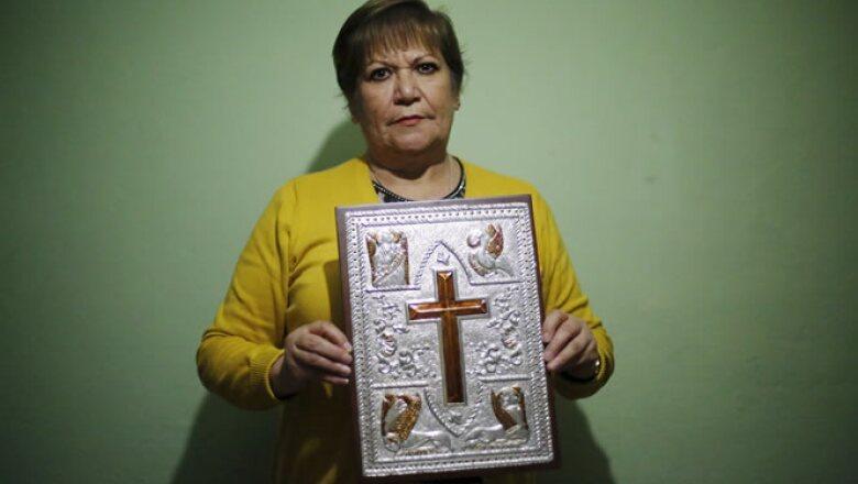 Una artesana de la Ciudad de México se encargó de hacer la portada de la Biblia que Francisco ocupará durante sus misas.