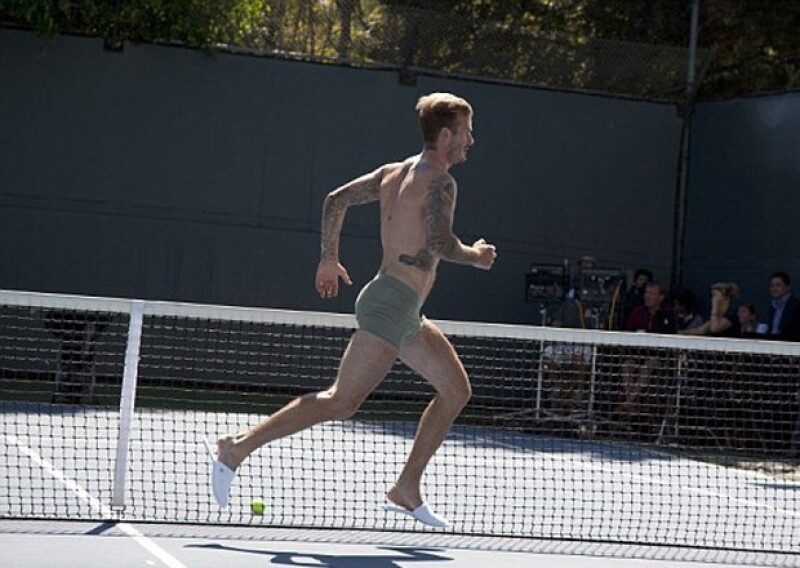 En el spot, el guapo británico tendrá que correr usando sólo ropa interior por las calles de Beverly Hills.
