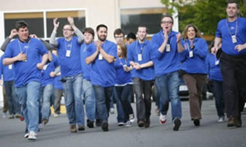 Apple paga 11.25 dólares por hora a los empleados de nuevo ingreso. (Foto tomada del sitio CNNMoney.com)