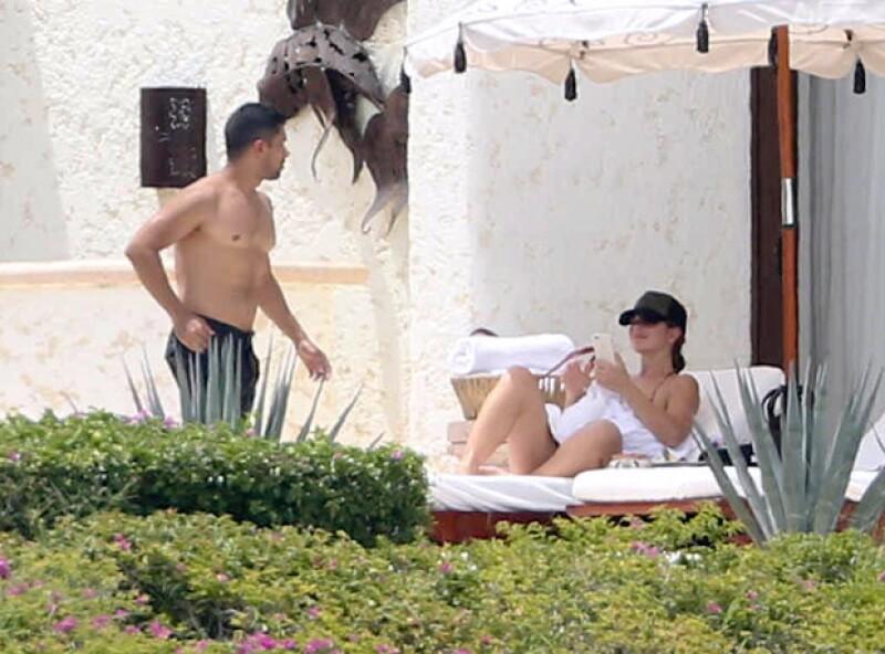 Todo indica que la relación del actor con Demi ya es cosa del pasado, prueba de ello fueron sus más recientes vacaciones a los Cabos con una actriz de Hollywood.