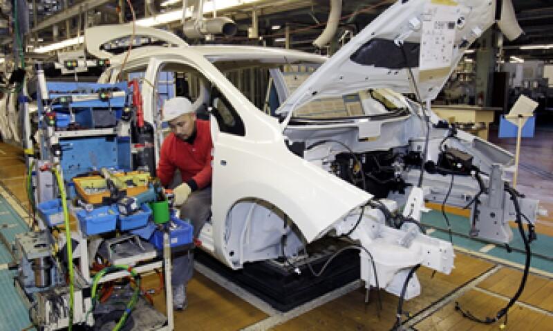 Alejandro Zendejas, catedrático del Tec de Monterrey, estima que hasta 9,000 personas podrían ser despedidas en el sector automotriz si se toma en cuenta el impacto a proveedores. (Foto: AP)