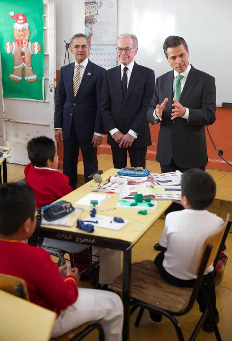 """El homenaje fue en la escuela primaria """"España"""" del Centro Histórico de la Ciudad de México, en la cual estudió Zabludovsky."""