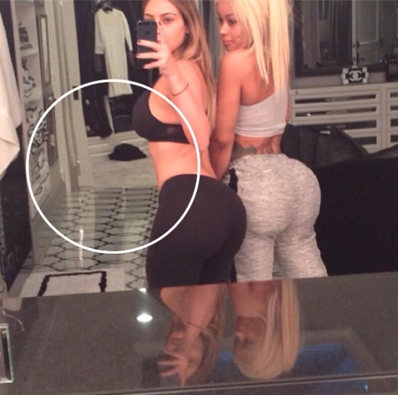 El experto dice que aquí Kim retocó su busto y su abdomen.
