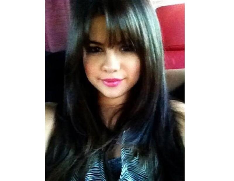 La cantante estadounidense compartió en su cuenta de Twitter una imagen de su nuevo look.