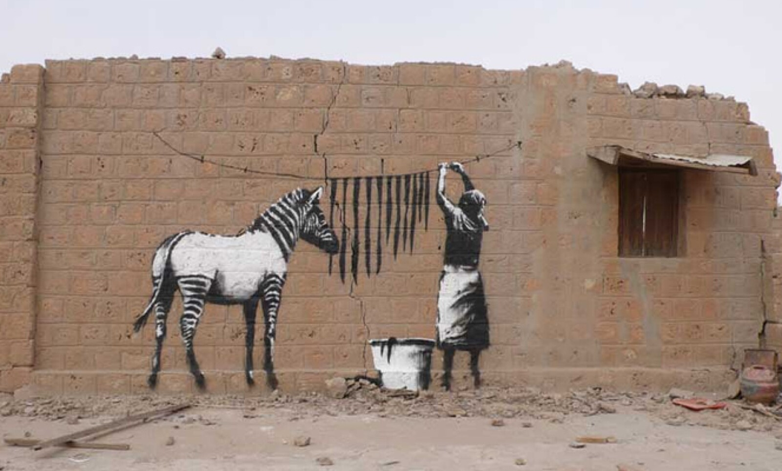 El artista que permanece en el anonimato plasmó su trabajo en África. En Timbuktú pintó esta imagen.