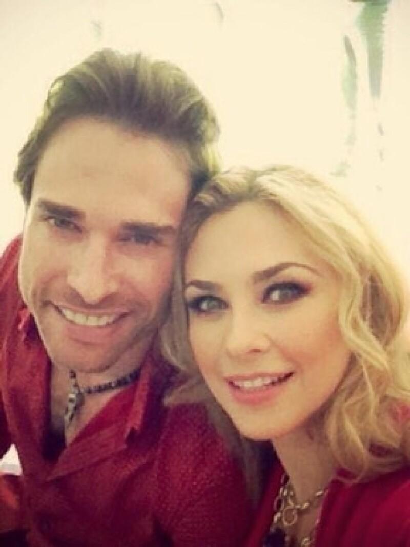 El actor tuiteó hoy por la mañana que su relación con la actriz ha llegado a su fin; pidió respeto y privacidad.