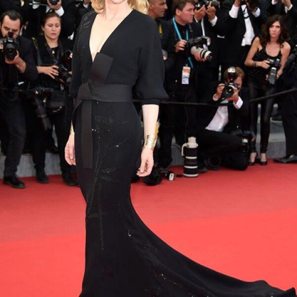Cate Blanchett espectacular en un Armani Privé inspirado en la colección primavera 2015 de la firma.