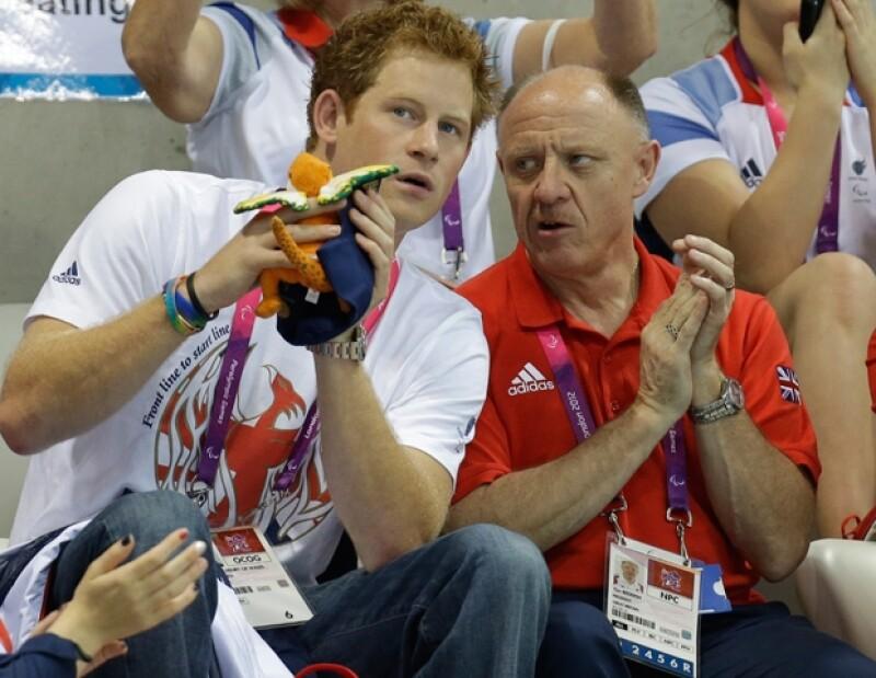 El Príncipe asistió a las compentencias de natación de los Juegos Paralímpicos.