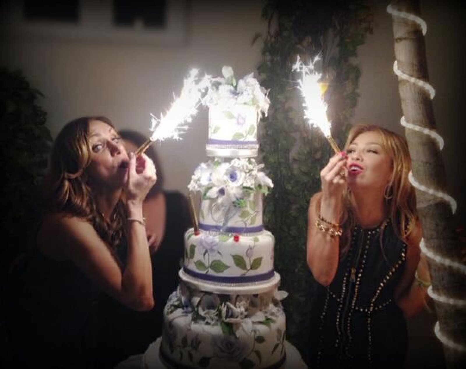 El pastel, creación de la pastelería Divine Delicacies Cakes, era toda una obra.