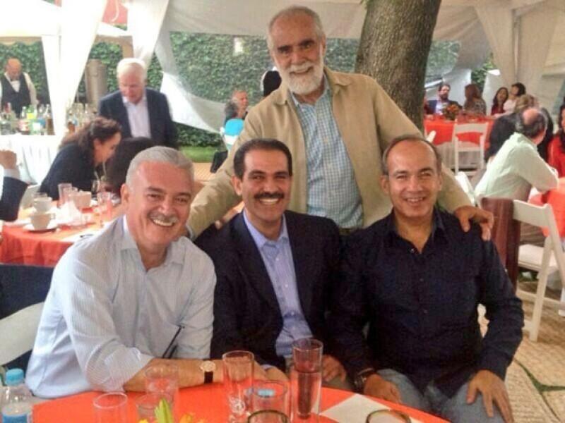 `Junto a mi amigo @FelipeCalderon festejando su cumpleaños. Que sigan los éxitos, muchas felicidades, escribió Padrés´.