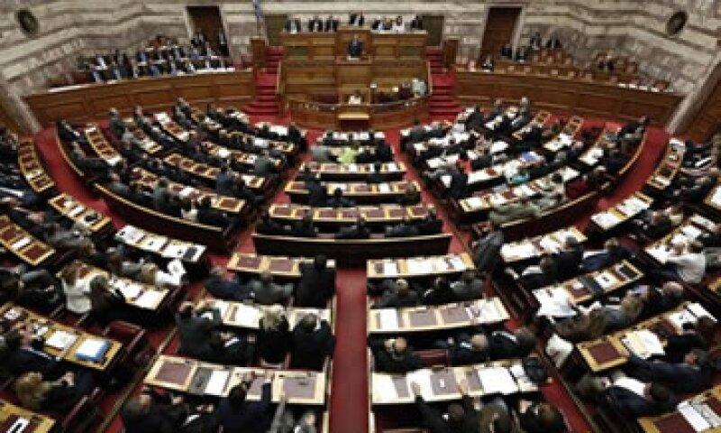 El Parlamento griego aprobó el plan de austeridad con 153 votos a favor, apenas dos más que el mínimo necesario. (Foto: Reuters)