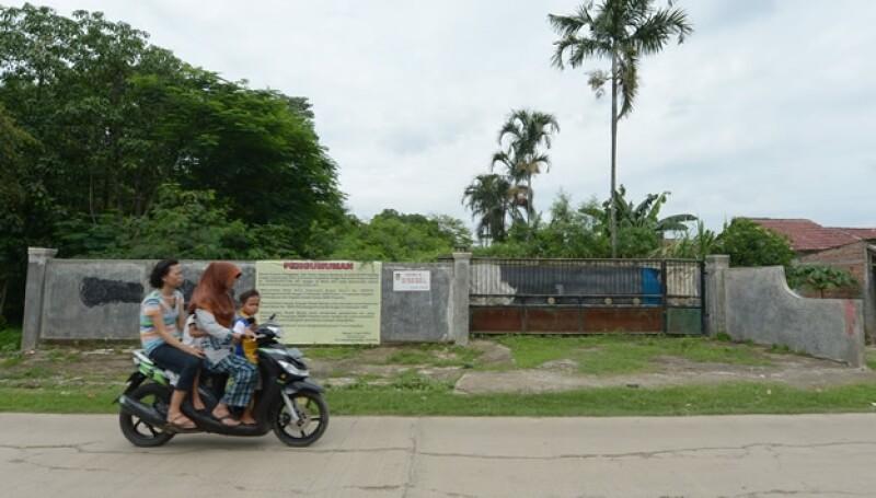 Indonesia mujer moto horcajadas