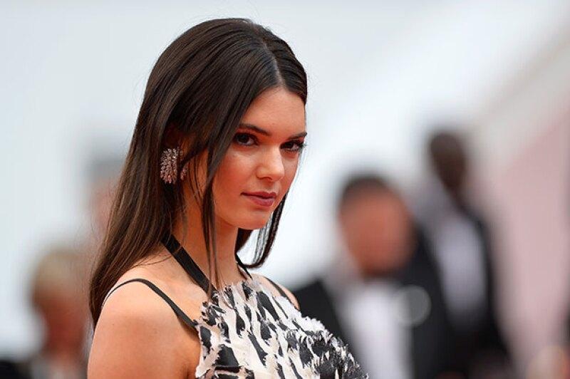 Obtener la ropa favorita de Kendall es más fácil de lo que parece, ya que la top model se encuentra subastando muchas de sus prendas.