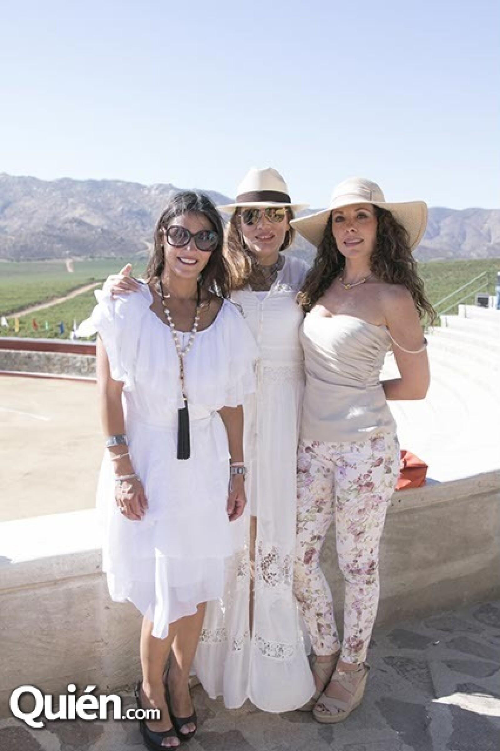 Malena Ferreti,Iyali Muerrieta y Claudia Pizarro