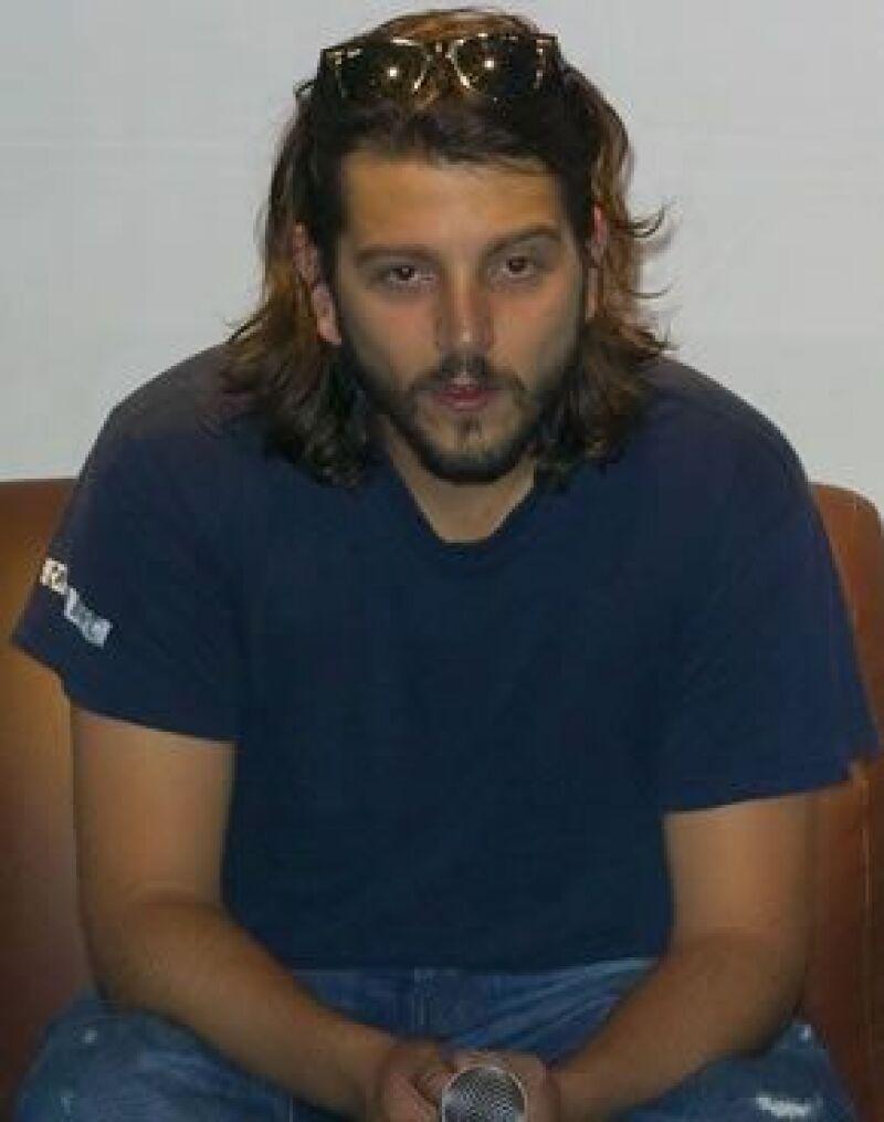 El actor fue cuestionado sobre las imágenes en las que aparece con una chica en Monterrey.