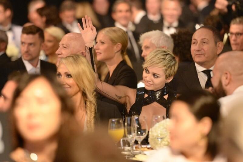 Miley confesó estar un poco pasada de copas cuando decidió pujar con 300 mil dólares por lo ofrecido en la subasta.