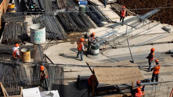 El componente construcción de la actividad industrial en México cayó 2.5% en febrero frente al mes previo, según cifras del INEGI.