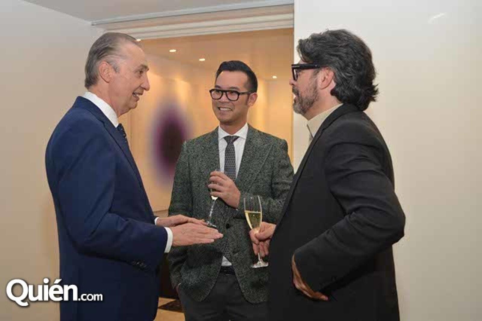 Ernesto Izquierdo,Sung An y Carlos Salcido.