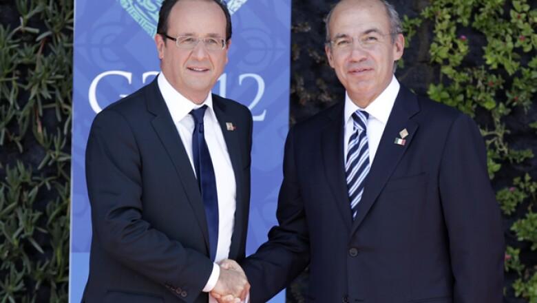 El presidente de Francia, Francois Hollande, posa junto al mandatario de México, Felipe Calderón, en la ceremonia de inauguración de la Cumbre del G20.