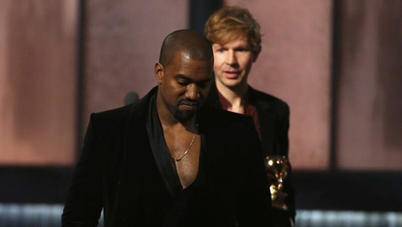 Kanye dejó mucho qué desear y fue muy criticado por la forma en que casi interrumpe al cantante en el discurso de aceptación de su premio.