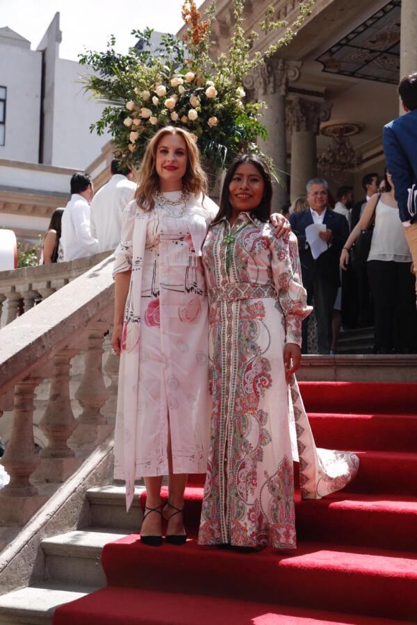 Marina de Tavira y Yalitza Apaicio en el evento de 31 mujeres que amamos