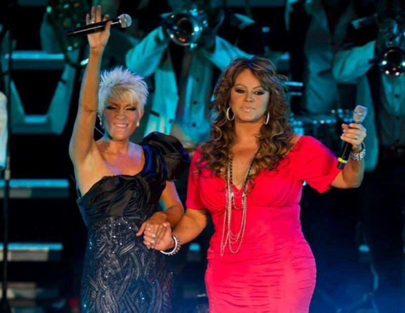 Durante su concierto en el `Coloso de Reforma´ la cantante ofreció sus éxitos modernizados en ritmo, coreografía y elementos escenográficos.