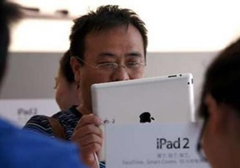 La versatilidad de la iPad permite a sus usuarios comprar libros, películas y juegos para el dispositivo. (Foto: Reuters)