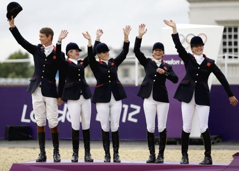 Zara Phillips y el conjunto británico consiguieron el martes el segundo puesto en el concurso completo por equipos en Londres 2012.