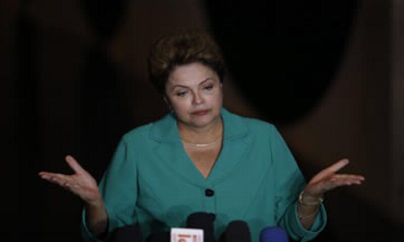 La presidenta de Brasil Dilma Rousseff, enfrenta un difícil inicio de mandato debido al escándalo de corrupción que implica  más de 50 millones de dólares en sobornos. (Foto: Reuters )