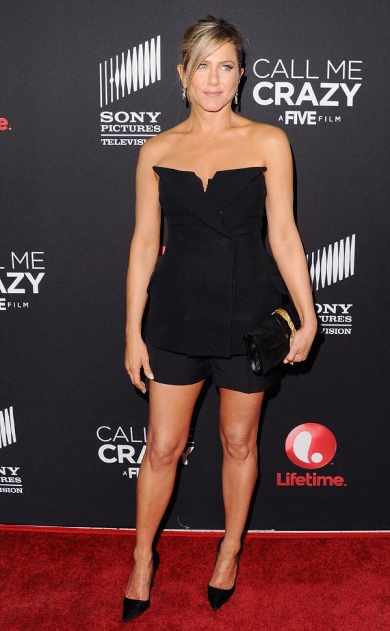 La actriz lució muy guapa en un conjunto negro.