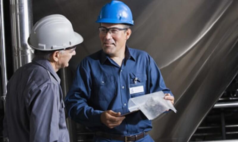El personal ocupado bajó 4.9% en el sector de accesorios, aparatos eléctricos y equipo de generación de energía eléctrica. (Foto: Thinkstock)