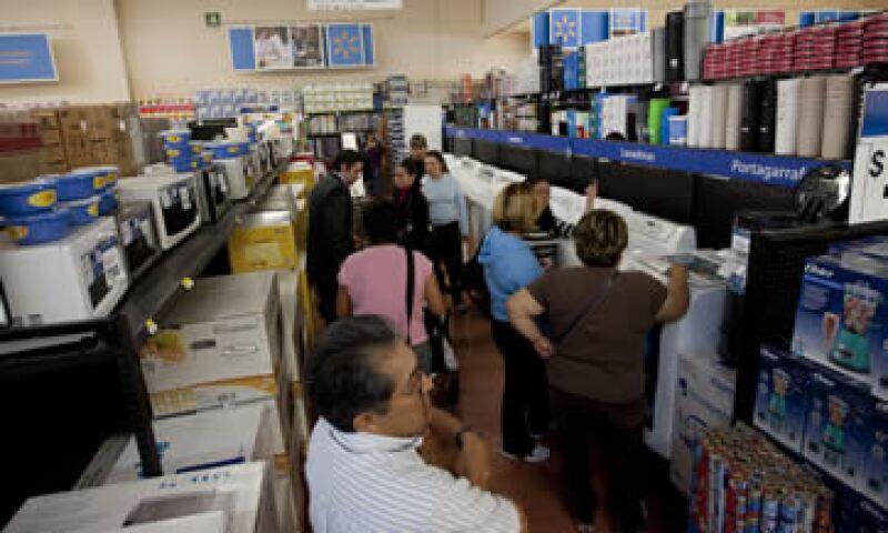 El escándalo de Walmart exhibe corrupción e impunidad por una parte, pero por otra la urgente necesidad de un sistema tributario eficiente. (Foto: AP)