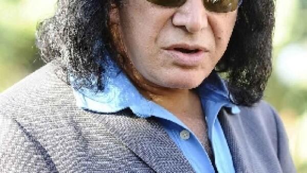 Dos personas aseguran que el bajista de Kiss los amenazó y les quitó su cámara de video el sábado en el centro comercial de lujo The Grove después de que comenzaron a grabar al músico de rock.