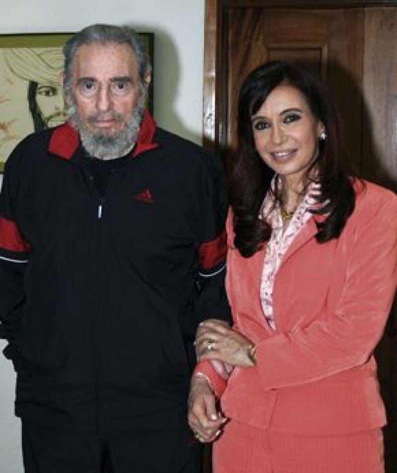 La presidencia argentina difundió este viernes fotografías de la reunión que la mandataria Cristina Fernández mantuvo con el líder cubano en La Habana.